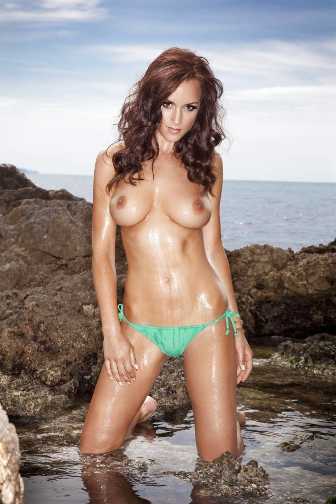 Rosi en la playa de la tejita masturbandome para un miron - 1 part 4