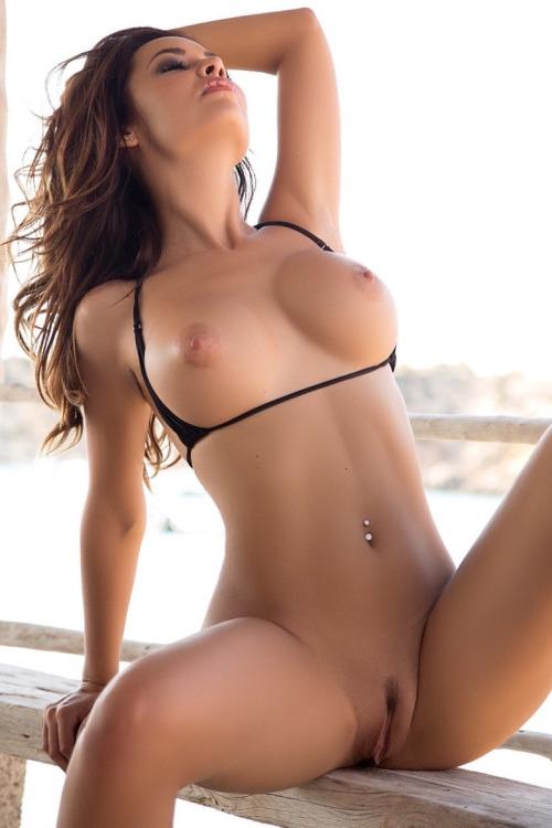 eva mendes boob pic