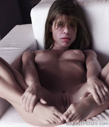 from Justice sexy hot linda hamilton is naked and nude