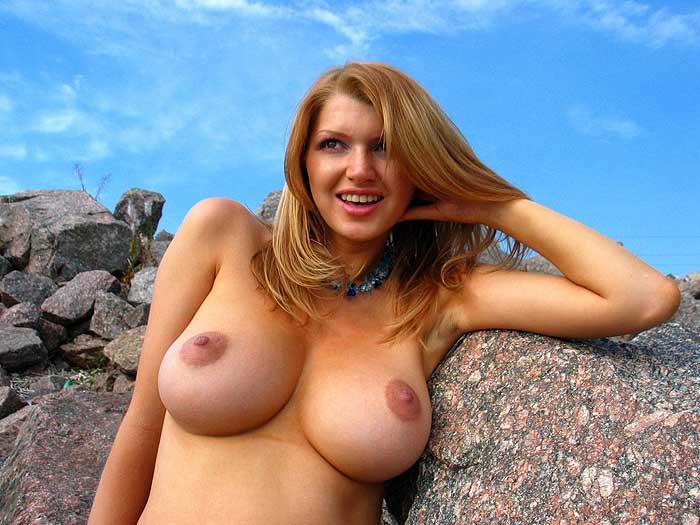 Порно фото девушка лижет жопу