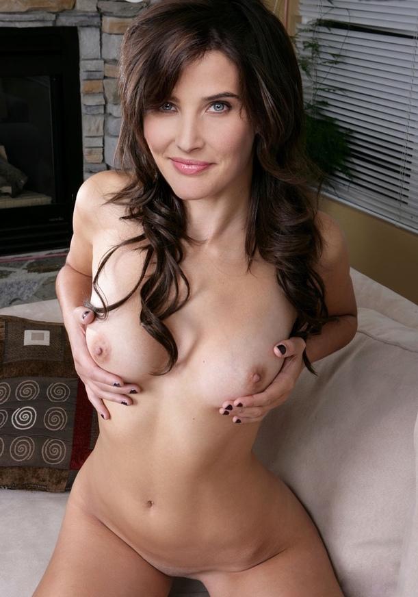 girl eats large amount of cum