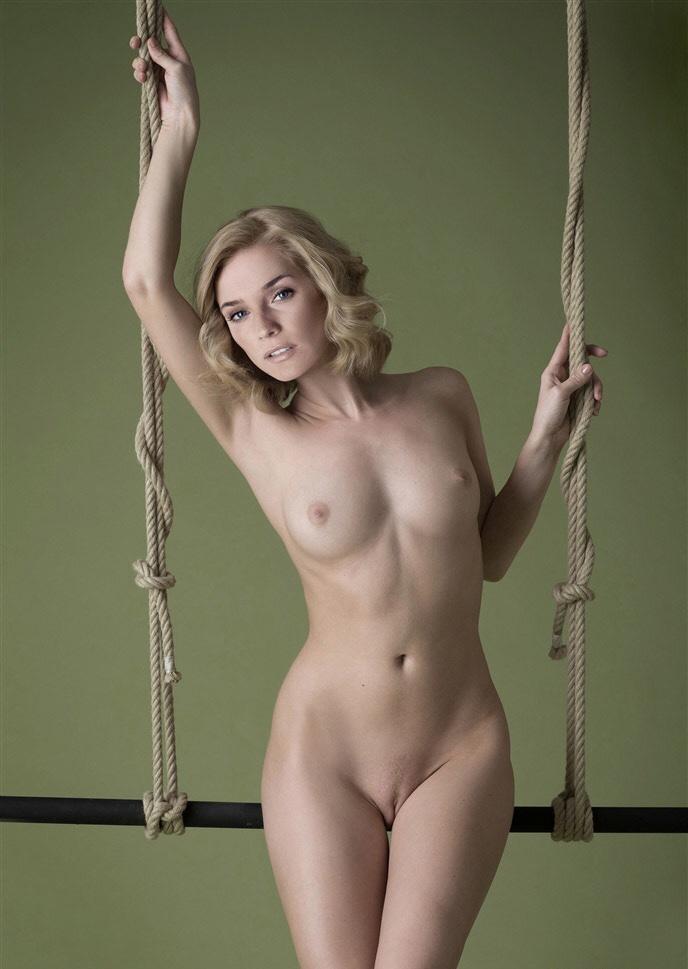 fuly naked vanessa hudgens images