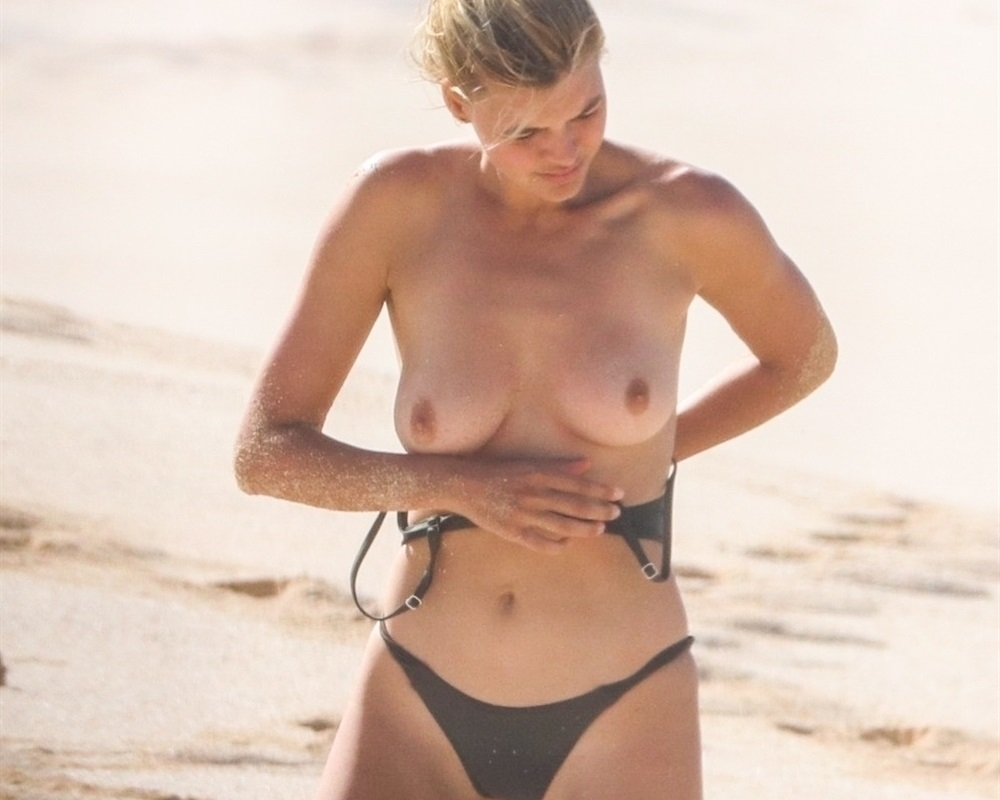 Kelly Rohrbach Nude Beach  Celebrity Leaks Scandals -3823