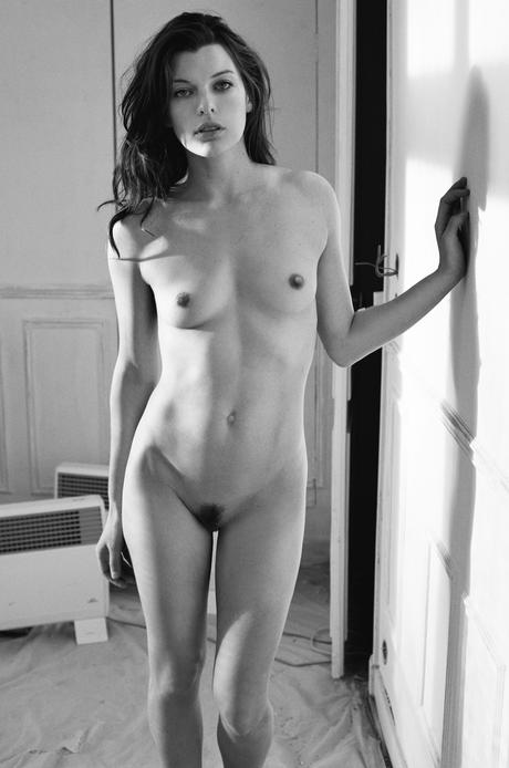 Milla jovovich boobs