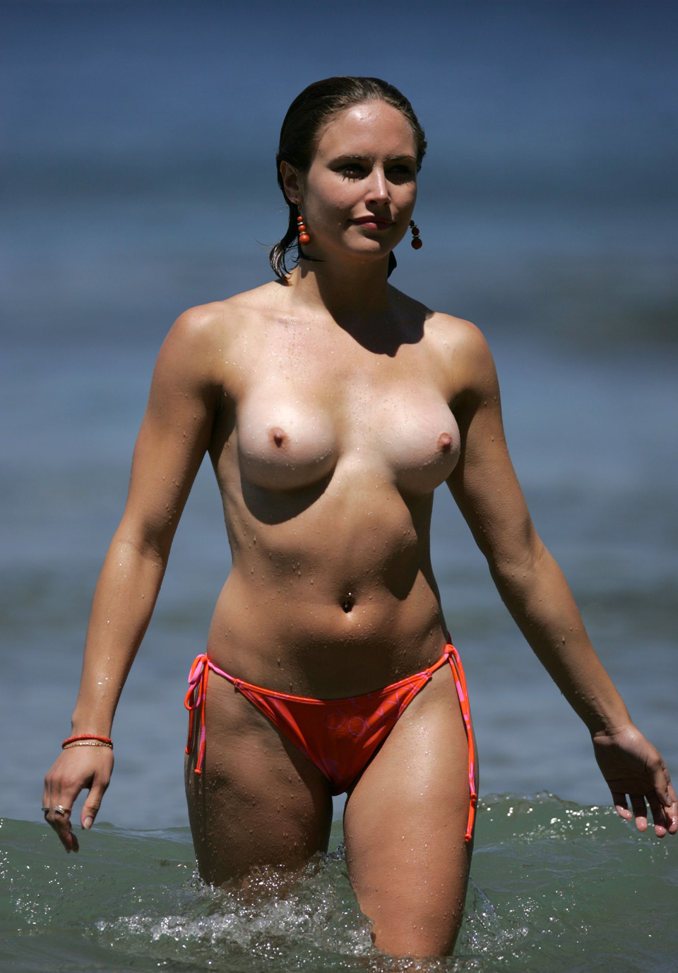 Patricia Heaton Nude Beach Topless Boobs Big Tits Wet -8875