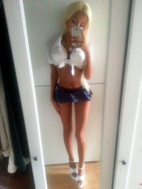 Sexy Barbie bimbo hot blonde big boobs thigh gap selfie ...