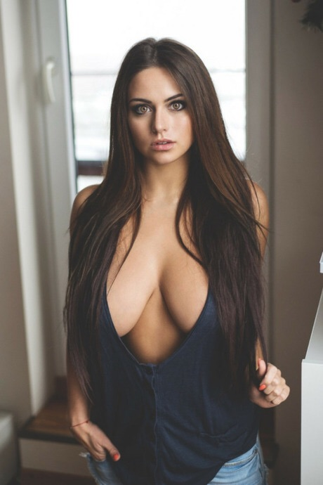 Adult Images bouncy boobs cleavage babes