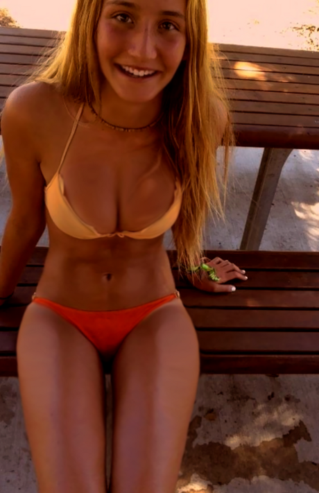 live free nude girls masturbating