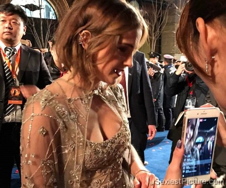 Emma Watson cleavage movie premiere Beauty and the Beast