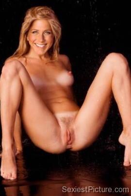 jennifer anniston naked legs spread