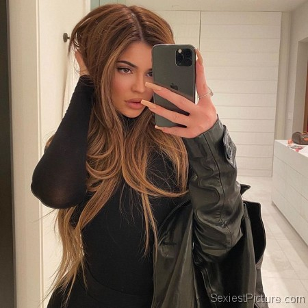 Kylie Jenner Sexy New Hair