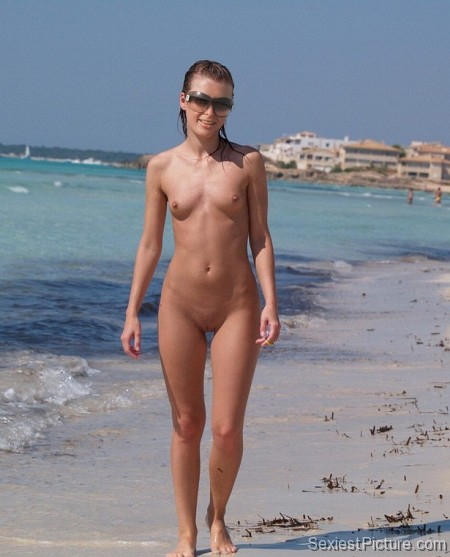 Paris Hilton nude beach naked boobs big tits pussy