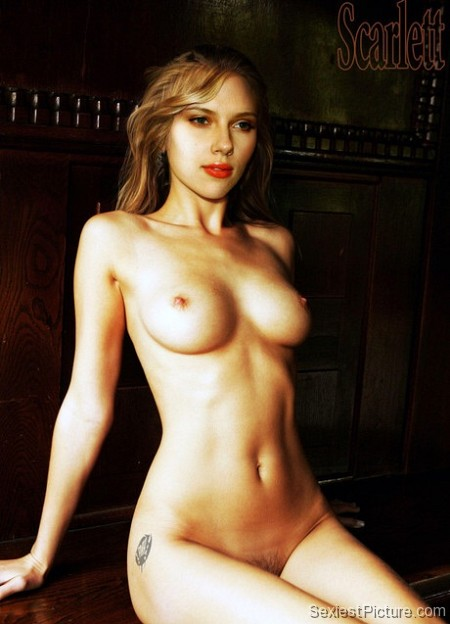 Scarlett Johansson nude boobs