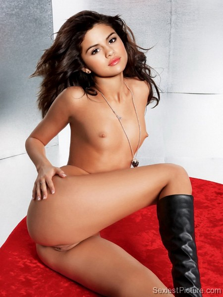 Selena gomez naked breast-6319