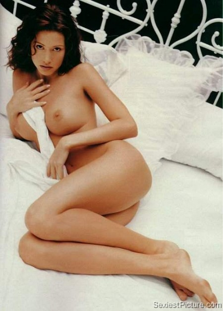 Shannon Elizabeth nude naked bed boobs big tits ass pussy
