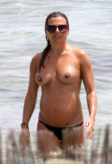 Zoe Hardman nude topless wet boobs big tits paparazzi leaked